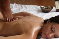 Chavutti Massage at Spa